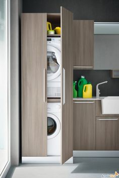 Washer dryer in cupboard. Mobile a colonna per lavatrice e asciugatrice.