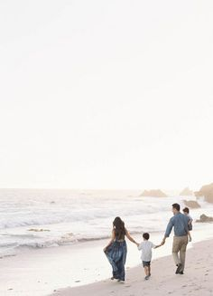 what a beautiful family photo session - Los Angeles family photos at El Matador State Beach by Jen Huang Summer Beach Pictures, Summer Family Photos, Beach Photos, Family Beach Pictures Ideas, Family At The Beach, Fall Family, Family Pics, Big Family, Family Meals