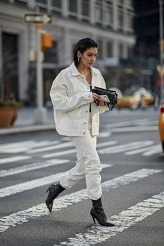 New York Fashion Week Street Style Fall 2018 Day 7 Cont.- New York Fashion Week Street Style Fall 2018 Day 7 Cont. New York Fashion Week Street Style Fall 2018 Day 7 Cont. Ny Fashion Week, Fashion Weeks, Fashion 2018, Look Fashion, Trendy Fashion, Autumn Fashion, Fashion Outfits, Fashion Trends, Womens Fashion