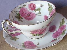 Šálek na čaj • kostní porcelán s malovanými růžemi r.1950