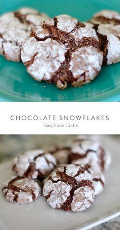 Chocolate Snowflakes - Daisy Farm Crafts Recipes Sweet Desserts, No Bake Desserts, Easy Desserts, Cookie Recipes, Snack Recipes, Dessert Recipes, Dessert Ideas, Holiday Recipes, Christmas Recipes