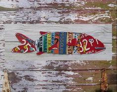 Plaque d'immatriculation Art - plage un poisson deux poisson poisson rouge - nautique génial bleu recyclé Art Company - bois récupéré - Upcycled oeuvre