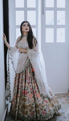Simple Pakistani Dresses, Pakistani Wedding Outfits, Bridal Outfits, Dress Indian Style, Indian Dresses, Indian Outfits, Indian Clothes, Indian Bridal Lehenga, Indian Bridal Fashion
