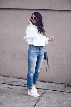 Casual Streetwear - Sweatshirt and Denim with Adidas Sneakers (Gazelle)