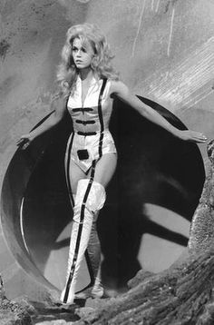In the raunchy science fiction film Barbarella transformed Jane Fonda into a sex symbol. More than four decades later, it is to be remade as a television series. Barbarella Movie, Jane Fonda Barbarella, Fiction Movies, Sci Fi Movies, Science Fiction, Mode Renaissance, Barefoot In The Park, Space Girl, Space Age