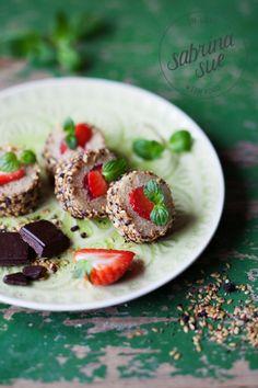 Strawberry Quinoa Sushi & Schokolade von Chocqlate