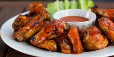 Do not show up to your next party without bringing the Frank's RedHot Buffalo Chicken Wings. Your friends will thank you for this buffalo wings recipe. Easy Chicken Wing Recipes, Chicken Nachos Recipe, Franks Red Hot Chicken Wings Recipe, Buffalo Wings, Pollo Kfc, Cetogenic Diet, Buffalo Chicken Nachos, Appetizer Recipes, Appetizers