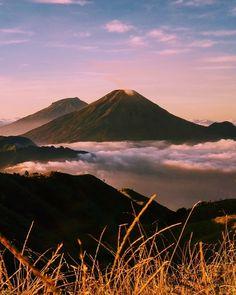 Mountain Wallpaper, Hiking Fashion, Landscape Pictures, Bushcraft, Blue Orange, My Dream, The Good Place, Around The Worlds, Adventure
