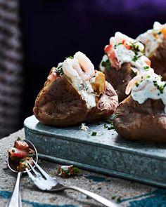 Uuniperunat ja katkaraputäyte | Kala | Soppa365 Baked Potato, Tapas, Food And Drink, Potatoes, Baking, Ethnic Recipes, Bread Making, Patisserie, Potato