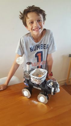 Moon buggy .... Space Crafts For Kids, Craft Projects For Kids, Science Projects, School Projects, Mars For Kids, Moon Buggy, Junk Modelling, Space Classroom, Art Education Resources