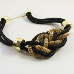 Collier noeud marin deux couleur noir et or qui sublimera n'importe quelle tenue.
