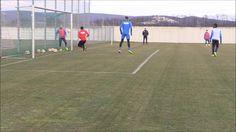 Was sagt ihr - war der Ball hinter der Linie?   Gebt ihr Chefcoach Thorsten Fink und Co-Trainer Sebastian Hahn recht?