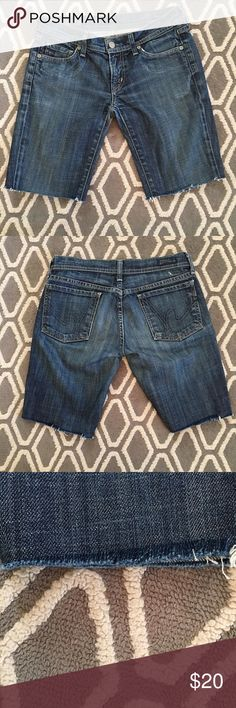CITIZENS OF HUMANITY Cut-off shorts. SZ 26 Pre-loved in slightly distressed condition with frayed hem. Please message me if you have any questions or if you would like any additional information on these. Jeans