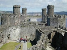 Conwy Castle , the most famous Welsh castle still standing today, is majestically breathtaking and massive in size. With its eight tall twin towers, high-reaching curtain wall and trusty old suspension bridge, Conwy Castle is one of the most impressive and largest castles in the U.K.