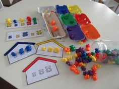 activité les oursonsTap the link to check out great fidgets and sensory toys. Check back often for sales and new items. Happy Hands make Happy People! Preschool Colors, Teaching Colors, Preschool Games, Math Games, Color Activities, Math Activities, Counting Bears, Petite Section, Montessori Math