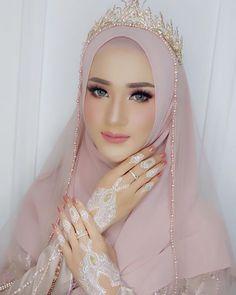 128 gorgeous brides wearing hijabs on their wedding days – page 1 Muslim Wedding Gown, Hijabi Wedding, Wedding Hijab Styles, Muslimah Wedding Dress, Muslim Wedding Dresses, Disney Wedding Dresses, Hijab Bride, Muslim Brides, Pakistani Bridal Wear