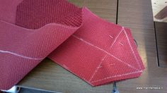 scuola di cucito come fare un angolo perfetto l'applicazione di un bordo nel cucito può servire ad abbellire, rifinire una copertina oppure allungare una tovaglia o centrino troppo corti o semplicemente a rinnovare una tovaglia giocando con l'abbinamento dei colori,
