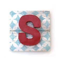 Dimensional Painted Letter S on Reclaimed Wood Art. Love this! Fun for boys' rooms. #crafts #wood