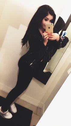 #sitemodel #luxury #girl #brunette #iphone #reebok