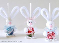 The kids will enjoy helping to make these Easter Bunny Suckers! They'll make a lovely homemade gift for Easter.