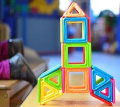 Un set de Magformers spécialement conçu pour les plus petits… Couleurs, formes, 3D : les petits bouts créent en s'amusant ! #Magformers