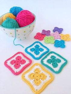 Flower Motif - cute free pattern #crochet. This one would be cute with some circles... for a tic tac toe board... could make these loose and an afghan that's just plain squares,,, so the kids could play while on the sofa or sick in bed...