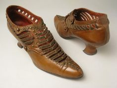 ©️️️️ Manchester City Galleries Kid leather shoes fastening at side with two buttons. with bronze beads 1890s Fashion, Edwardian Fashion, Vintage Fashion, Vintage Glam, Mode Vintage, Antique Clothing, Historical Clothing, Victorian Shoes, Victorian Ladies