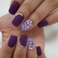 Stand Out With This Bold Looking Summer Nail Art Design The Dark Purple Color Simply Goes Well In Contrast Periwinkle Flower Details As