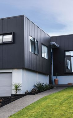Banner Mitre 10 is a proudly South Australian family owned business. Exterior Wall Cladding, House Cladding, House Siding, Facade House, Building Facade, Building Exterior, Modern Exterior, Exterior Design, Roof Design
