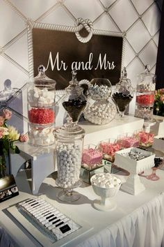 Love Is Sweet: 55 Wedding Candy Bar Ideas - Hochzeit Wedding Candy Table, Candy Wedding Favors, Wedding Desserts, Wedding Decorations, Candy Favors, Wedding Ideas, Lolly Buffet Wedding, Wedding Poses, Wedding Pictures