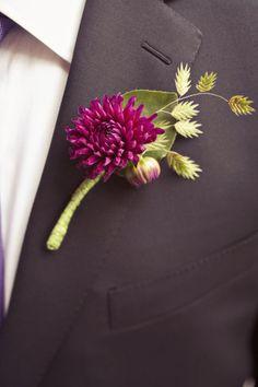 purple dahlia boutonierre, if a little more deep purple. Wedding Men, Wedding Gifts, Dream Wedding, Wedding Vintage, Fall Wedding, Corsage Wedding, Wedding Bouquets, Wedding Looks, Perfect Wedding