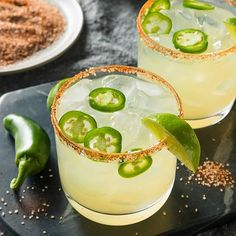 Coctail Recipe: Spicy Jalapeno Margarita with Chili Salt There's really no bad time for a margarita. Next time you want one try mixing up one of these Spicy Jalapeno Margaritas. A little spice here goes a long way, but the flavors here of Spicy Margarita Recipe, Margarita Ingredients, Peach Margarita, Margarita Salt, Jalapeno Margarita, Margarita Recipes, Marg Recipe, Mezcal Margarita, No Salt Recipes