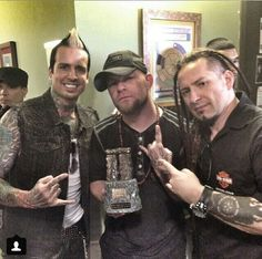Five Finger Death Punch wins Song of the Year for Lift Me Up!!