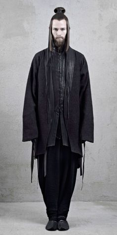 InAisce Fall/Winter 2012 Justin Passmore by Xi Sinsong. S) Love the hair style… Moda Cyberpunk, Cyberpunk Fashion, Quirky Fashion, Dark Fashion, Mens Fashion, Fashion 2014, Mode Bizarre, Post Apocalyptic Fashion, Androgynous Fashion