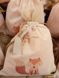 #zoakiadasous #boboniera #vaptisi #baptismfavors #printedbackbag #linen #forestfriends #fox Back Bag, Baptism Favors, Forest Friends, All White, Burlap, Fox, Reusable Tote Bags, Prints, Fashion