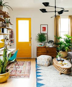 Living Room Design for Small Spaces. 35 Beautiful Living Room Design for Small Spaces. Cute and Groovy Small Space Apartment Designs Room Makeover, Small Spaces, Interior, Tiny Living Rooms, Living Room Makeover, Small Living Room, Home Decor, Room Inspiration, House Interior