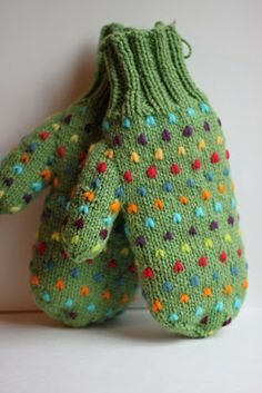 I've been making these mitts forever, but I went to a mill in PEI this summer and she had bags and bags of colorful roving wool. So ins. Knitted Mittens Pattern, Knit Mittens, Knitted Gloves, Knitting Patterns, Crochet Patterns, Fingerless Gloves, Knitting Projects, Crochet Projects, Knit World