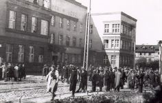 Jews gathered in the courtyard on Lagiewnicka Street in Lodz awaiting final deportation.