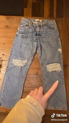 Teen Fashion Outfits, Retro Outfits, Cute Casual Outfits, Outfits For Teens, Fashion Fashion, How To Distress Jeans, Distressing Jeans, Diy Ripped Jeans Tutorial, Diy Jeans
