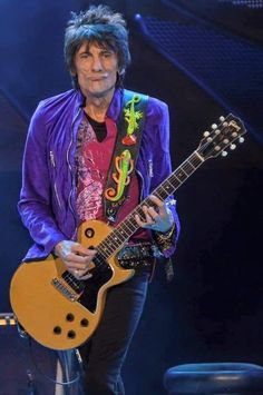you guy's how's it going with you all. A great weekend to one and all Stones friends & Fans 💥🎸👅🎶🎸💥🇬🇧 The Rolling Stones, Mick Jagger, Keith Richards Guitars, Ron Woods, Ronnie Wood, Charlie Watts, Rod Stewart, Rhythm And Blues, Bon Jovi