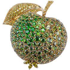 18 Carat Yellow Gold Demantoide Garnet and Yellow Diamond Apple Brooch Gemstone Brooch, Diamond Brooch, Vintage Brooches, Vintage Jewelry, Unique Jewelry, Gold Brooches, Garnet Jewelry, Silver Jewelry, Gold Jewellery