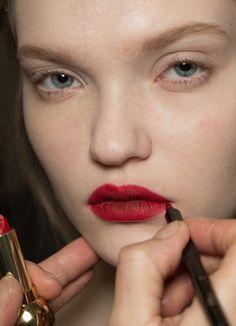 Les lèvres mordues chez Dior