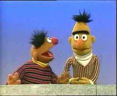 ▶ Bert & Ernie Raadspel (dutch) - YouTube Communicatie en vooringenomenheid :))