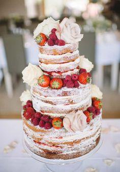 Бисквитный голый торт с пудрой
