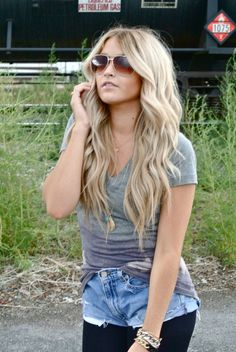 Cara Loren ALWAYS has adorable hair, makeup, and most of all clothes! Love Hair, Great Hair, Gorgeous Hair, Gorgeous Blonde, My Hairstyle, Pretty Hairstyles, Simple Hairstyles, Blonde Hairstyles, Cara Loren