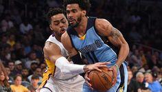 Mike Conley manque le hold-up face aux Lakers -  Sans Vince Carter et leur raquette habituelle (JaMychal Green et Marc Gasol), les Grizzlies ont cédé (108-103) sur le parquet des Lakers. Julius Randle, Larry Nance Jr. et Thomas Robinson… Lire la suite»  http://www.basketusa.com/wp-content/uploads/2017/04/russell-conley-570x325.jpg - Par http://www.78682homes.com/mike-conley-manque-le-hold-up-face-aux-lakers homms2013 sur 78682 homes #Basket