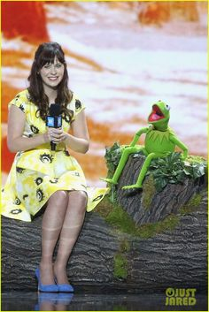 Charlize Theron & Zooey Deschanel Lend a Helping Hand at WE Day 2016! | charlize theron zooey deschanel we day 05 - Photo