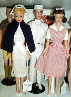 Vintage - Nurse Barbie, Doctor Ken and Candy Striper Midge Play Barbie, Barbie World, Mattel Barbie, Barbie And Ken, Vintage Barbie Clothes, Doll Clothes, Vintage Dolls, Nurse Barbie, Barbie Family