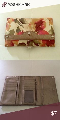 Floral wallet Cute floral wallet lightly used lots of card space Bags Wallets