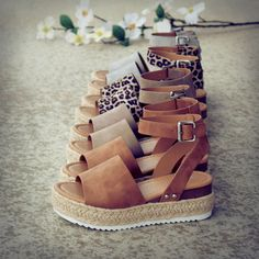 Sandalia con plataforma y alpargata - - shoes - Zapatos Cute Shoes, Me Too Shoes, Gladiator Sandals, Shoes Sandals, Heeled Sandals, Sandal Heels, Brown Sandals, Strappy Sandals, Wedge Sandals